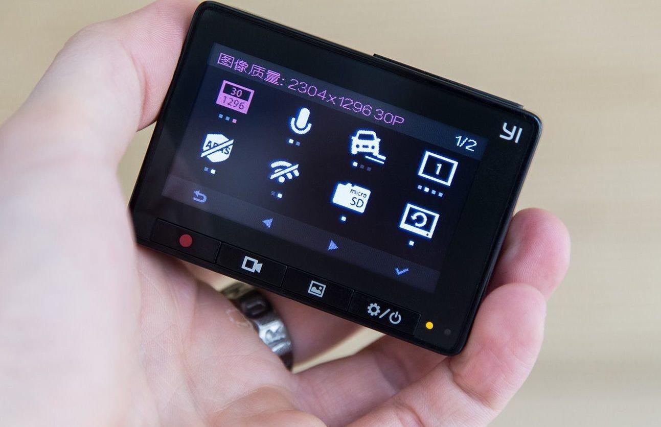 Первый экран YI Smart Car
