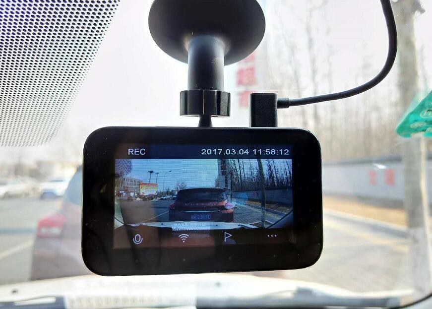 Видеорегистратор Xiaomi 2017 на присоске